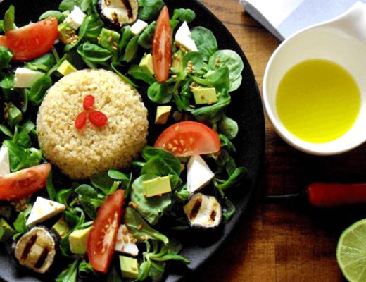 Quinoa-Salat-Avocado-Feta